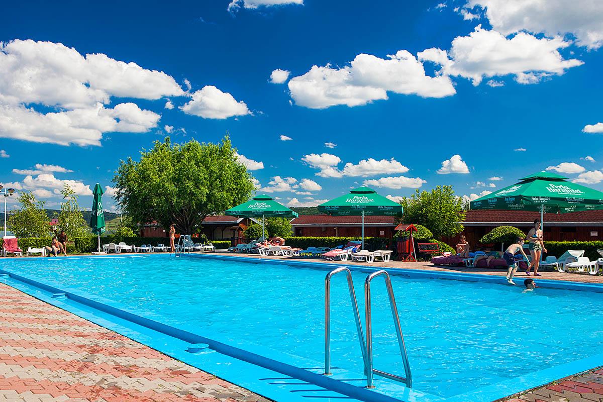 Baza de agrement teren fotbal piscina fitness for Drim piscinas