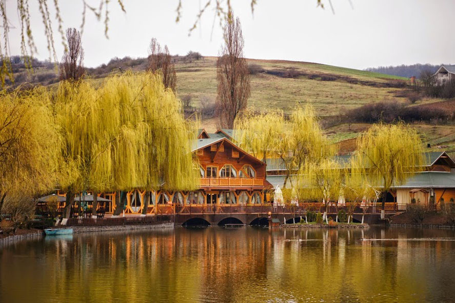 Cazare si restaurant in Mures - Pestisorul de Aur